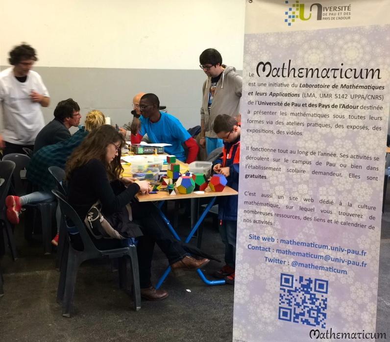 Stand du Mathematicum, avec Jacky Cresson, Laurène Hume et Mamadou N'Diaye.