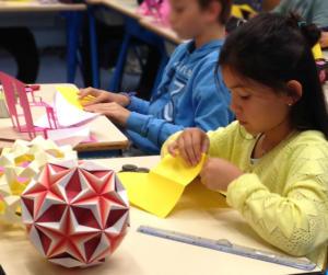 Atelier d'origami, école d'Idron